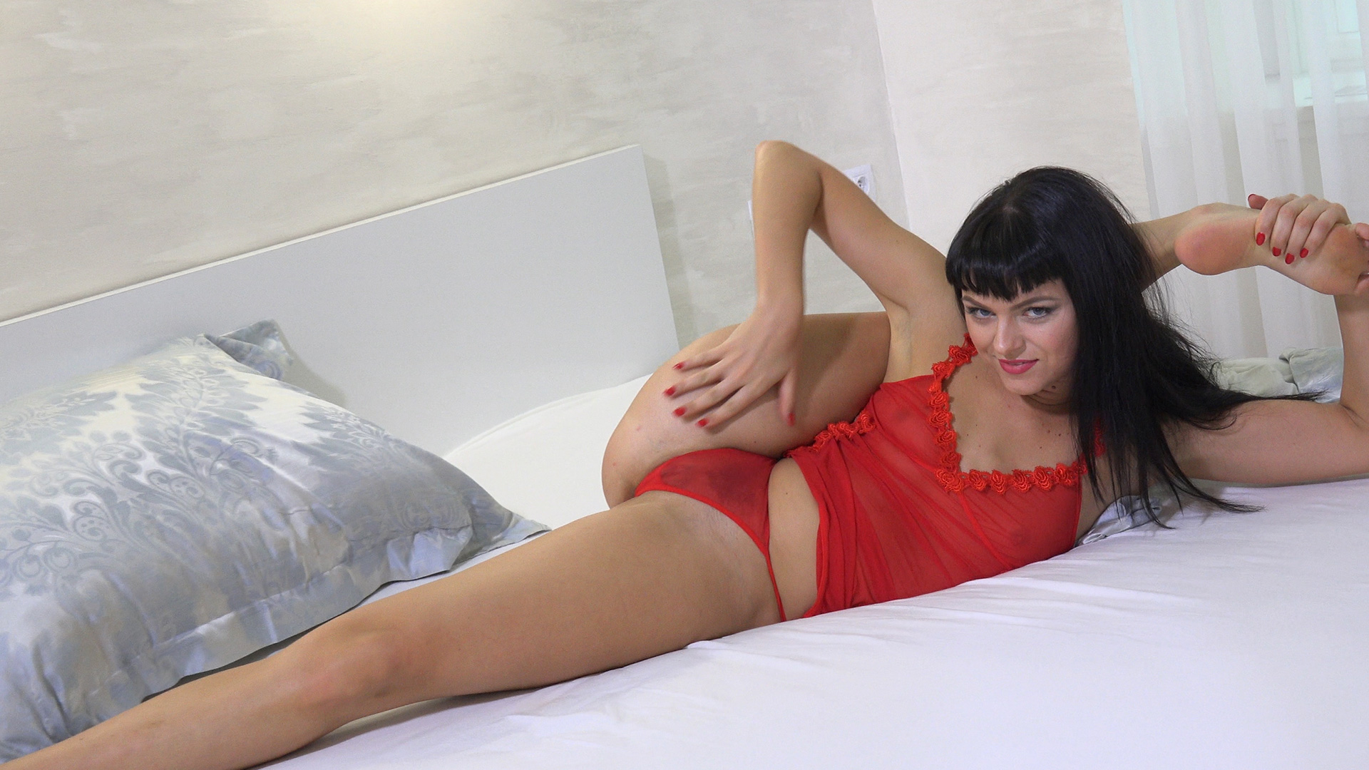 Flexibe Red with her dildo